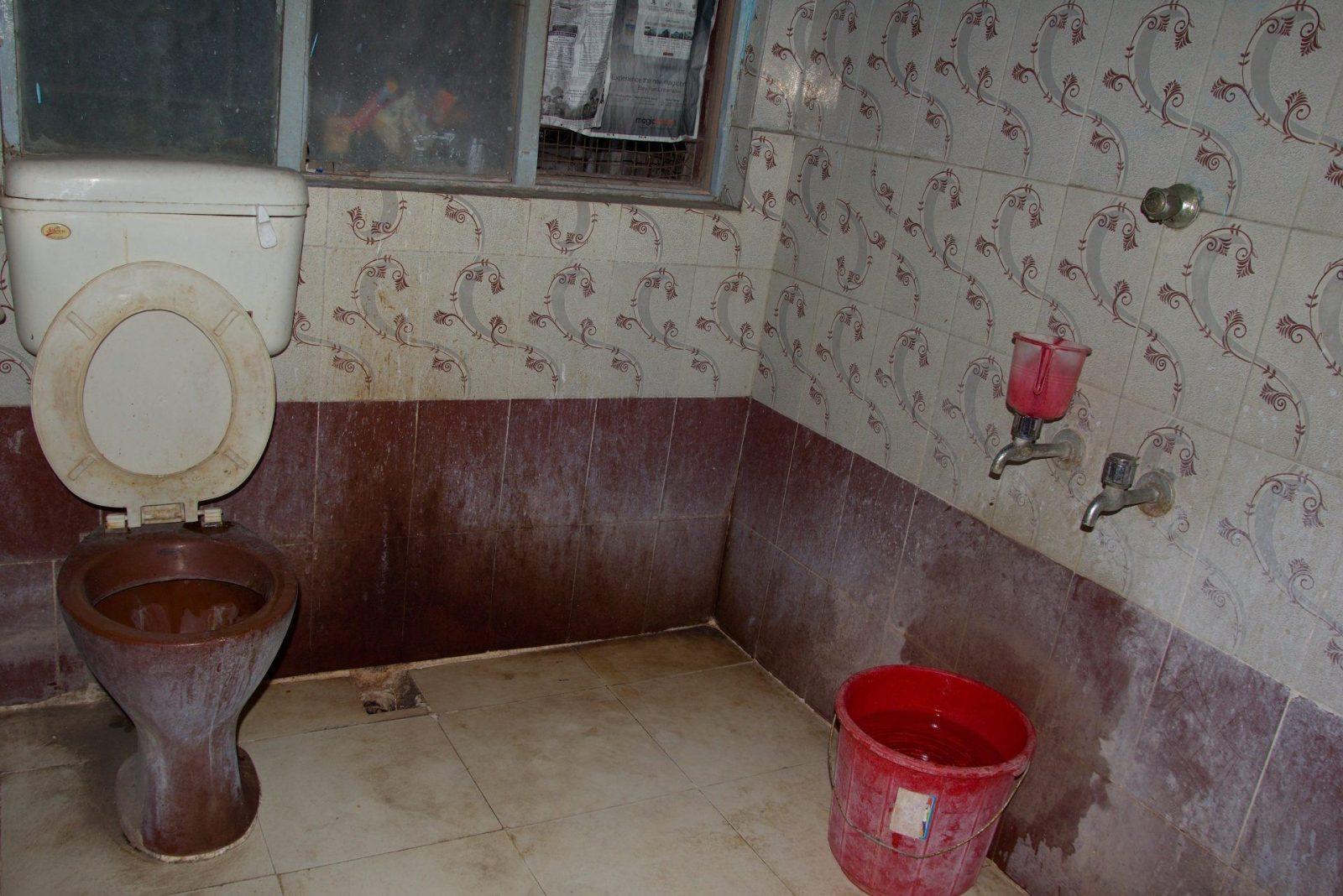 Asi nejhorší naše koupelna, příliš jsme jí nepoužívali