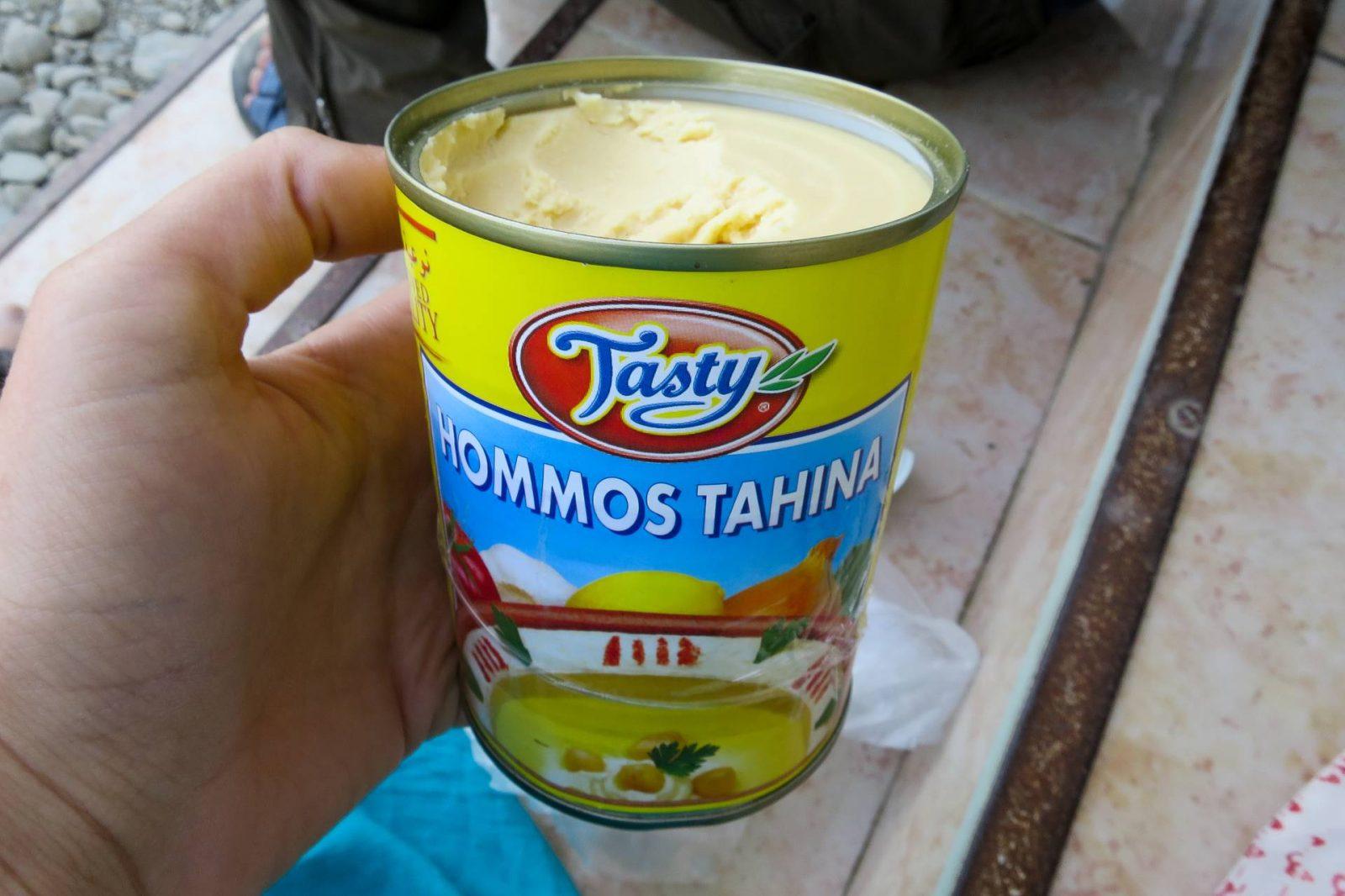 Hummus v plechovce