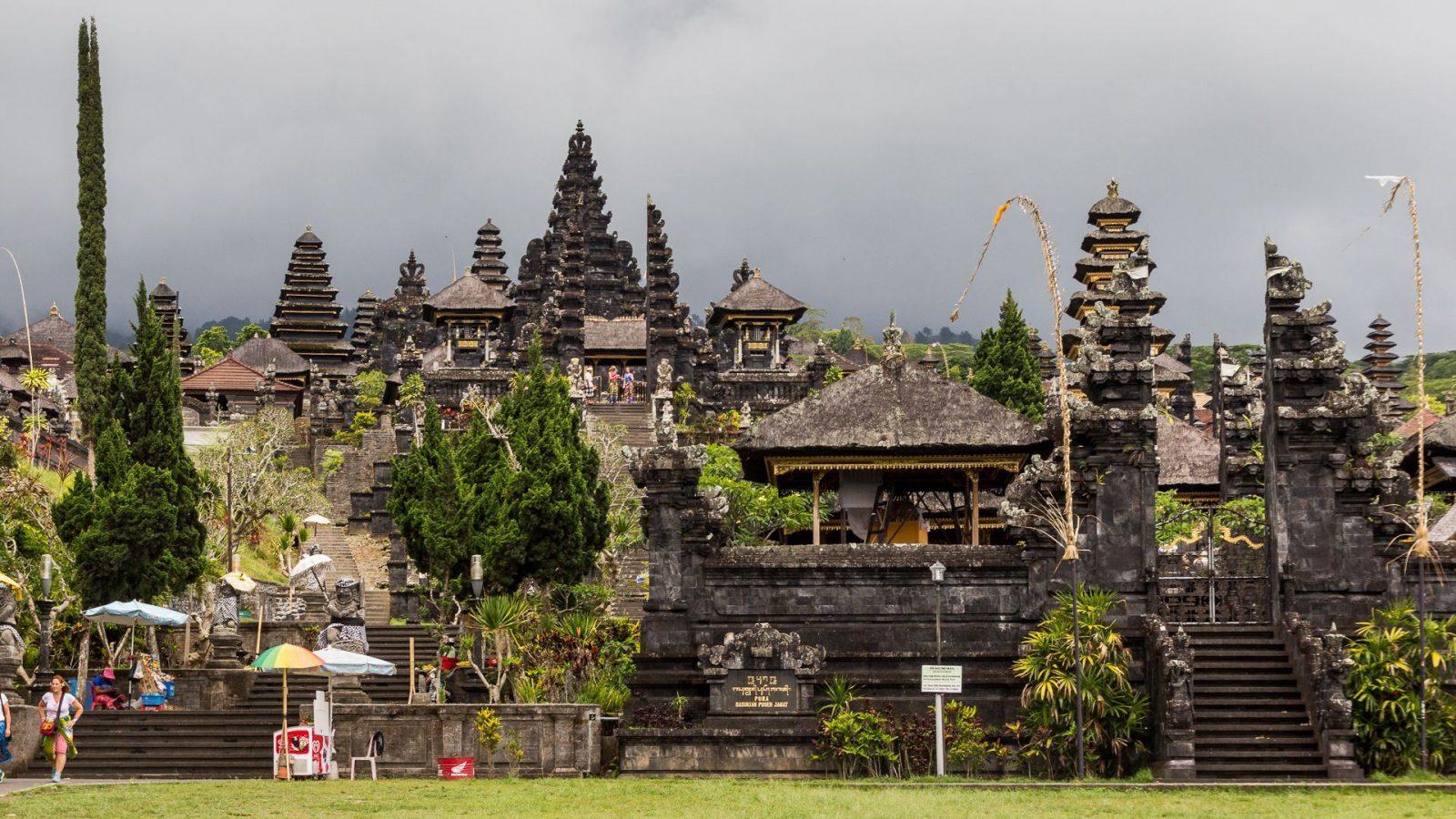 Jeden z nejprofláklejších, ale též nejhezčích chrámů Bali - Besakih