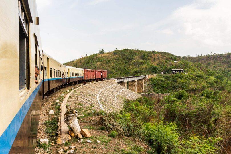 Barma 9 - Přes Thazi k jezeru Inle, vlakem i pěšky