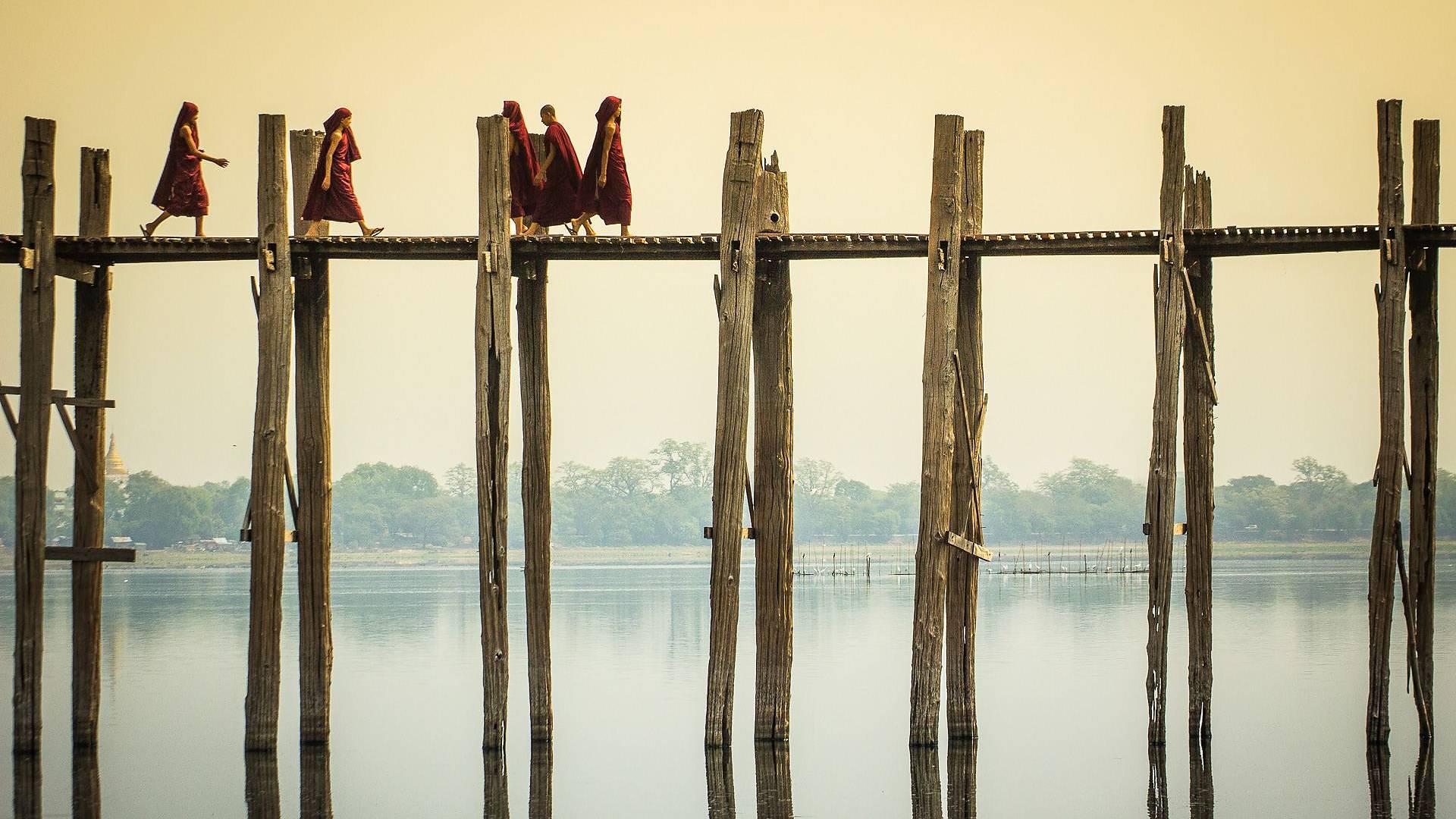 Týkové zázraky most U Bein a palác Innwa