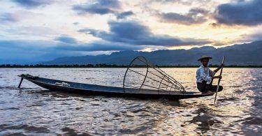 Barma 11 - Jezero Inle a plovoucí vesnice z loďky
