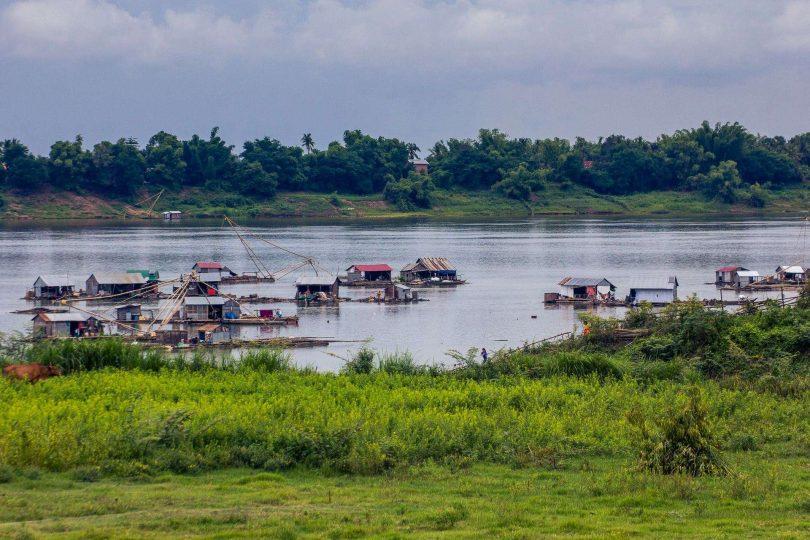 Kambodža 4 - Stopem přes Kratie do Phnom Penhu
