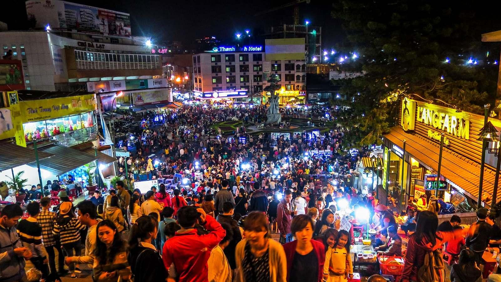 Vietnam 7 - Přelidněný Dalat uprostřed hor a borových lesů