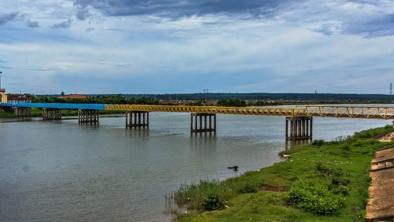 Most Hien Luong přes řeku Ben Hai