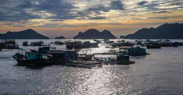 Vietnam 17 - Dovolenkový ostrov Cat Ba, největší v Halong Bay