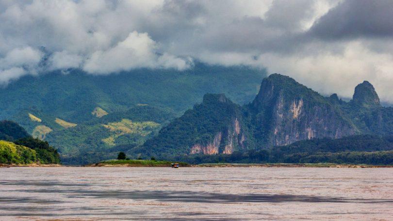 Laos 4 - Mocný Mekong jako alternativa k nepohodlným autobusům
