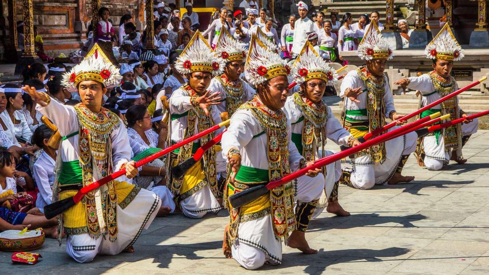 Indonésie 2 - Chrámy Gunung Kawi, Tirta Empul a první pláže