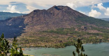Indonésie 3 - Vulkán Batur a život v jeho kráteru