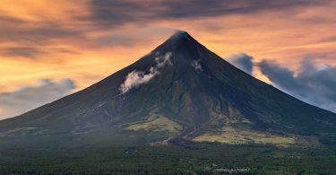 Ve stínu dokonalé sopky Mt. Mayon a plány změněné tajfunem