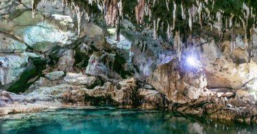 Bohol na motorce - plážové Panglao, unikátní jeskyně Hinagdanan i skrytý vodopád Mag-Aso