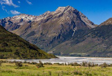 11. Zélandský ráj - údolí Paradise, stezka k říčnímu tunelu i výhledy z majestátních Remarkables