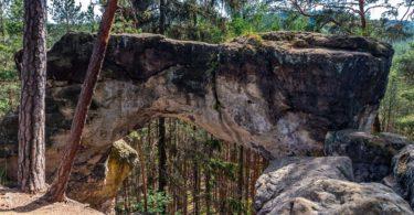 Skalní brána shora